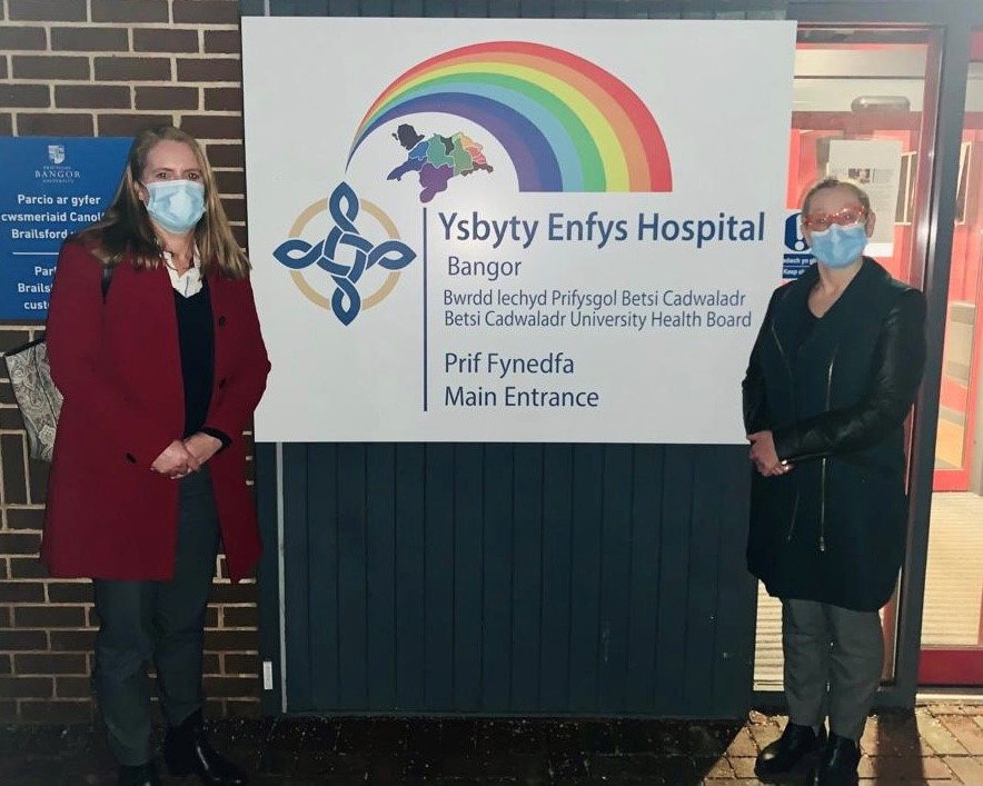 Virginia Crosbie and Jo Whitehead at Ysbyty Enfys Vaccination Centre 2021